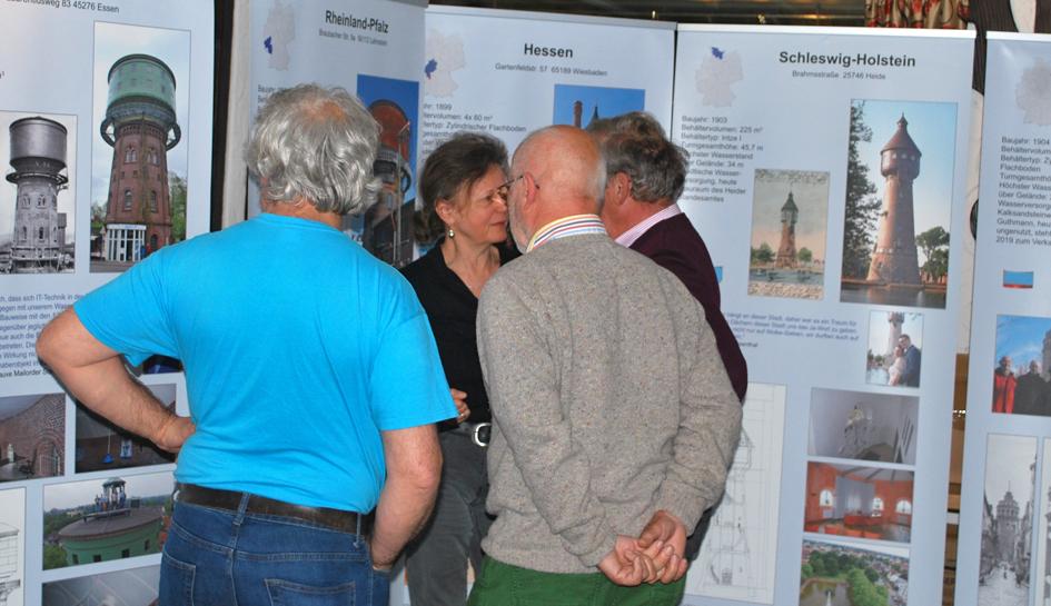 Diskussion über Wassertürme in der Ausstellung